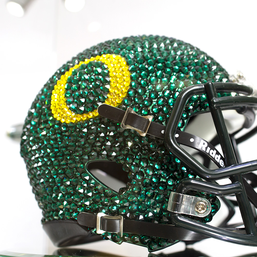 O-logo, Swarovski Crystal, Mini Helmet, Display Case, Close-up
